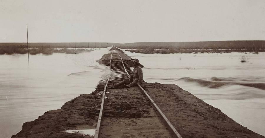 Cropped untersp lter bahndamm zwischen keetmanshoop und l deritz  fotografie  um 1910  c  dhm