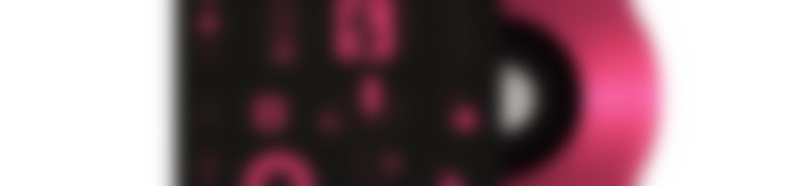 Blurred e0b70046 b7b7 4be3 a4fe e17253eff714