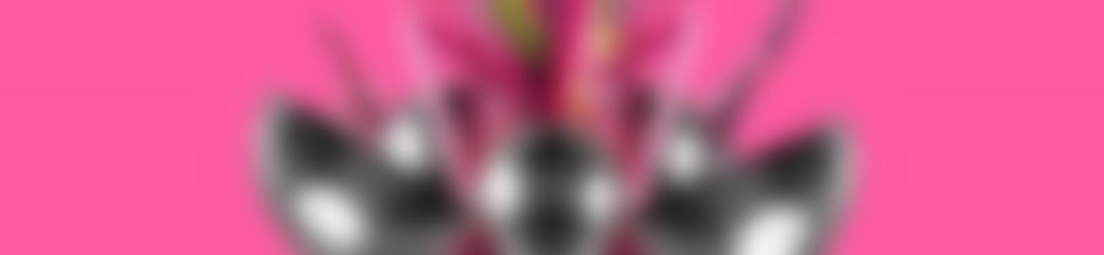 Blurred b2ea7428 6599 47b3 af78 1e70585522af