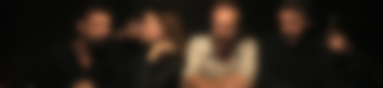 Blurred e2505e70 710a 42d2 bf5b 935e7f5bd052