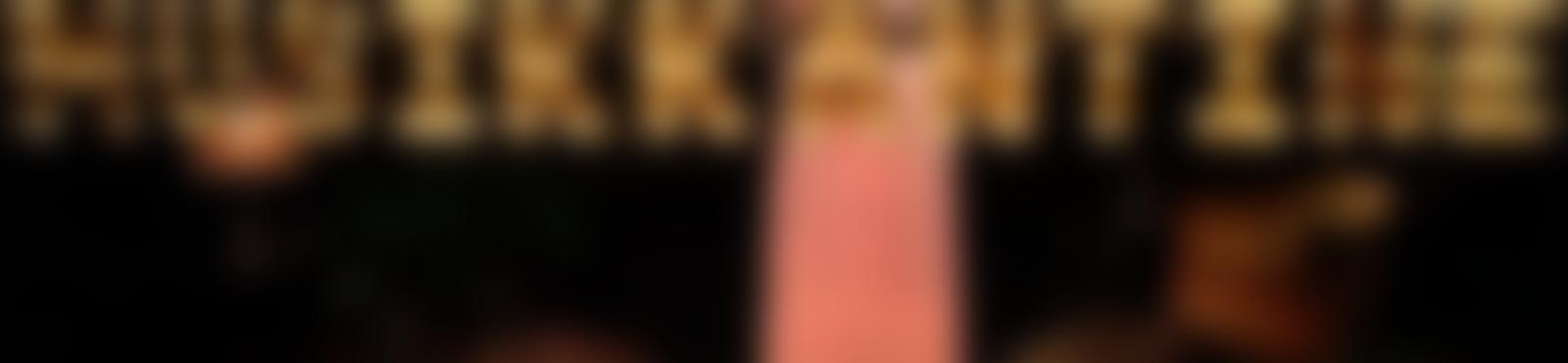 Blurred 918f92a2 e219 498c a611 b1e1309f948b