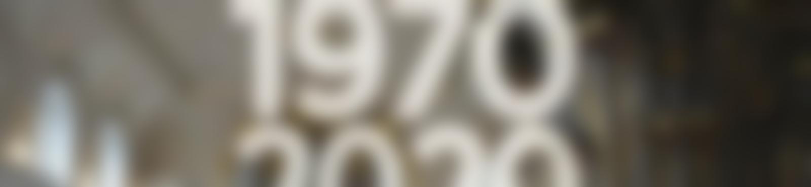 Blurred e6193d3b a5b2 4b95 b417 08a4d16da54e